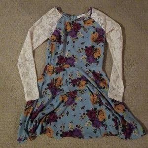 Dresses & Skirts - NWOT Lace floral dress